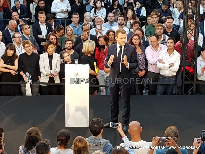 After having received the leaders of about twenty French groups of digital in the Elysium, Emmanuel Macron, went to Station F, the French seedbed of start-up