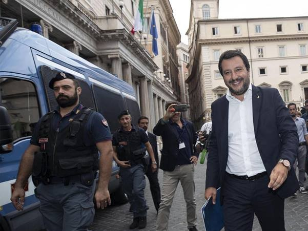 "Salvini: ""we do not accept that foreigners arrested in French territory are brought to Italy …"""