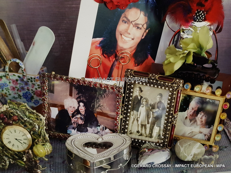 Michael Jackson with the Large palace, the icon, the god, artists influenced by the King of the Pop one