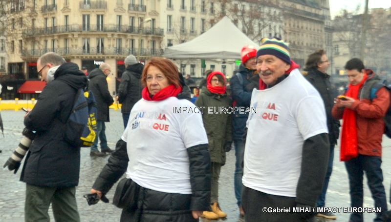 "The ""red scarves"" had called with a ""republican walk"" this Sunday in Paris"
